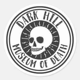 Museu escuro do monte da etiqueta do logotipo da