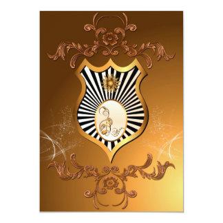 Música, notas chaves douradas em um protetor convite 12.7 x 17.78cm