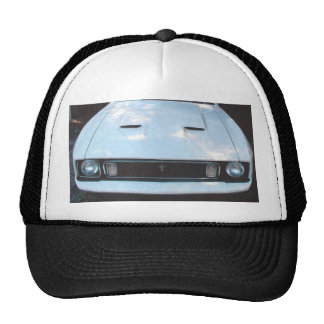 """Mustang 73"""" imagem do frontview em um chapéu boné"""