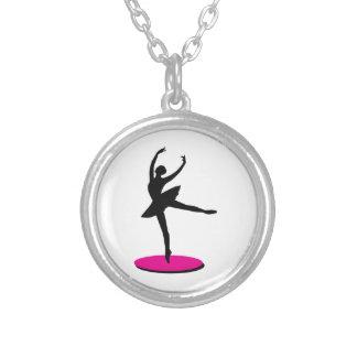 Na bailarina do dedo do pé colares personalizados