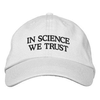Na ciência nós confiamos boné