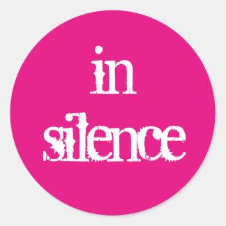 Na etiqueta do silêncio