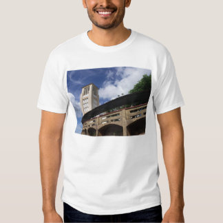 na montagem t-shirt