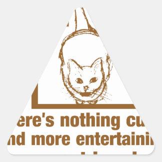 Nada mais bonito e divertido do que um gato em uma adesivo triangular