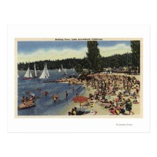 Nadadores em banhar a praia da angra cartão postal