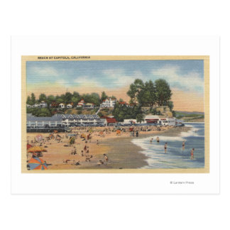 Nadadores & Sunbathers na praia Cartão Postal