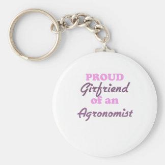 Namorada orgulhoso de um agrónomo chaveiro