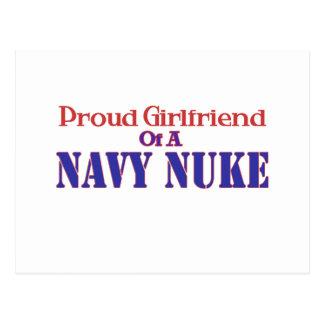 Namorada orgulhoso de umas armas nucleares do cartão postal