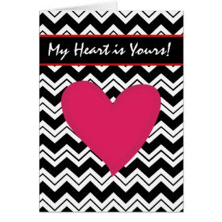 Namorados vermelhos brancos pretos do coração de cartão comemorativo