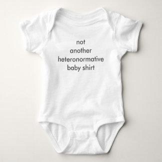 Não camisa do bebê de Heteronormative