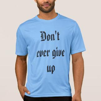 Não dê nunca acima a camisa
