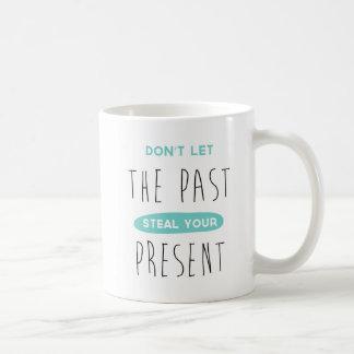 Não deixe o passado roubar sua caneca de café
