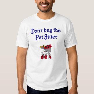 Não desinsete o t-shirt do baby-sitter do animal