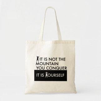 Não é a montanha que você conquista; é você mesmo sacola tote budget