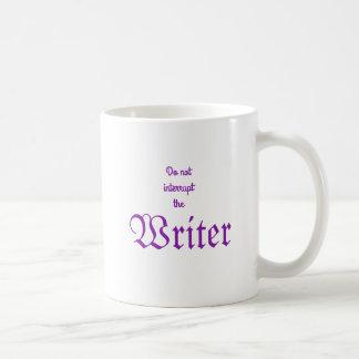 Não interrompa a caneca branca roxa do escritor