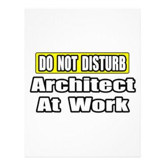 Não perturbe… o arquiteto no trabalho modelo de panfleto