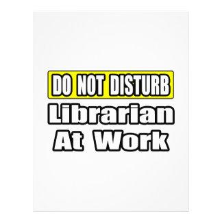Não perturbe… o bibliotecário no trabalho panfletos personalizado