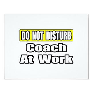Não perturbe… o treinador no trabalho convite 10.79 x 13.97cm