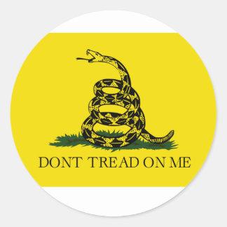 Não pise em mim a bandeira adesivo redondo