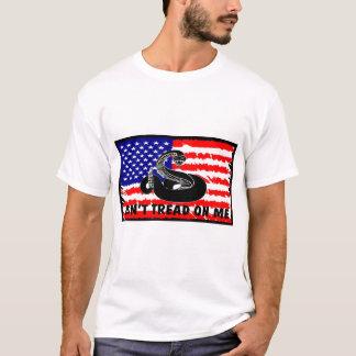 Não pise em mim com bandeira camiseta