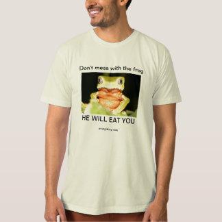 Não suje com a camisa do sapo