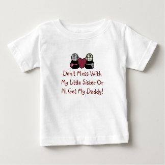 Não suje com camisa da irmã mais nova
