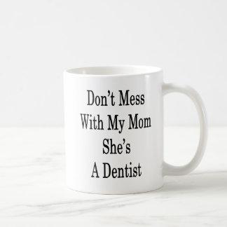 Não suje com minha mamã que é um dentista caneca de café