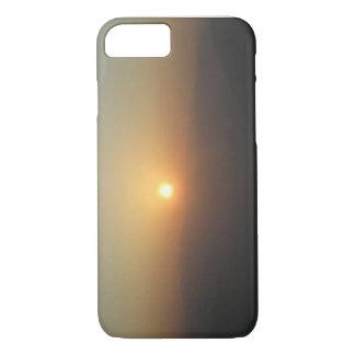 Nascer do sol como visto com a névoa capa iPhone 8/ 7
