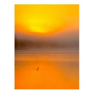 Nascer do sol de Ombre que brilha na foto da Cartoes Postais