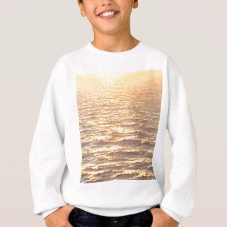 Nascer do sol dourado da hora do oceano bonito agasalho