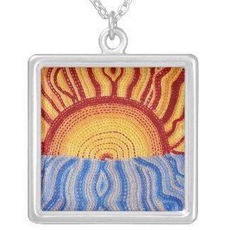 Nascer do sol no pendente do leste - quadrado colar com pendente quadrado
