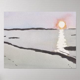 Nascer do sol pálido do oceano poster