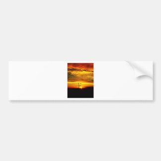 Nascer do sol que mostra em silhueta guindastes adesivo de para-choque