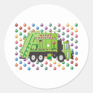 Natal do caminhão de lixo adesivo redondo