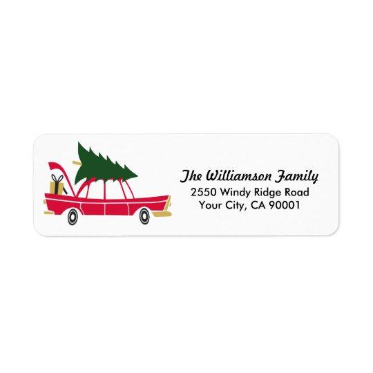 Natal engraçado da família que traz em casa a etiqueta endereço de retorno