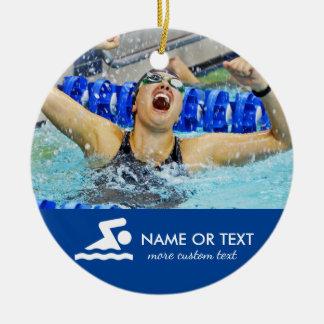 Natal nadador personalizado da foto ornamento de cerâmica redondo