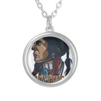 Nativo americano orgulhoso colar