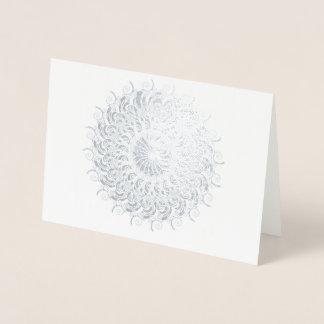 Nautilus fabuloso como um círculo cartão metalizado