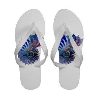 Nautilus Shell do mosaico do polígono azul roxo Sandalia De Dedos