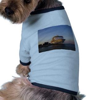Navegador dos mares do forro sete camisas para cães