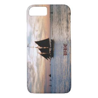 Navio de navigação no mar calmo no design do capa iPhone 7