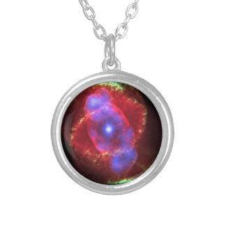 Nebulosa do olho de gato de NASAs Colar Banhado A Prata