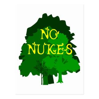 Nenhumas armas nucleares com dizer verde das árvor cartão postal