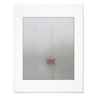 Névoa vermelha da manhã do veleiro impressão de foto