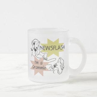 Newsflash eu sou t-shirt e presentes de um Grammie Caneca De Café Vidro Jateado