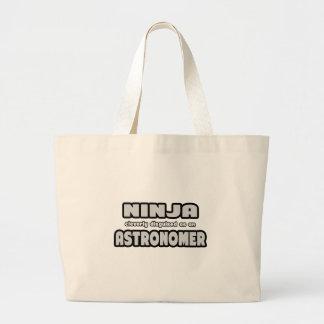 Ninja disfarçado inteligente como um astrónomo bolsa