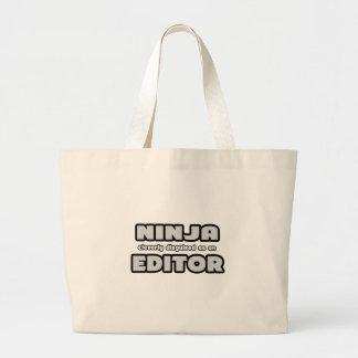 Ninja disfarçado inteligente como um editor bolsa de lona
