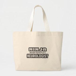 Ninja disfarçado inteligente como um neurologista bolsa