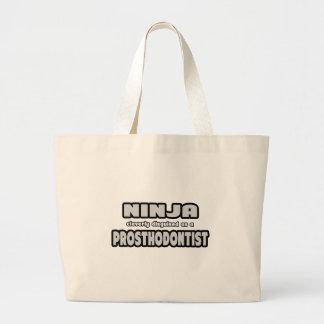 Ninja disfarçado inteligente como um Prosthodontis Bolsas