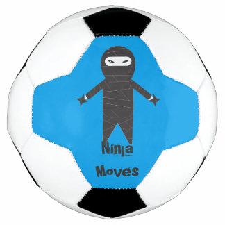 Ninja move a bola de futebol